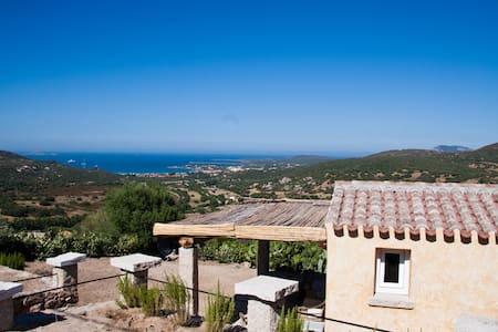 Fantastic little villa in green overlooking thesea - Golfo Aranci - Villa