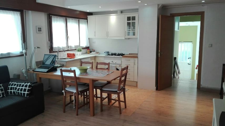 MUNDAKA HOME EBI260, SALON/2 HABi.PARKING , WIFI.