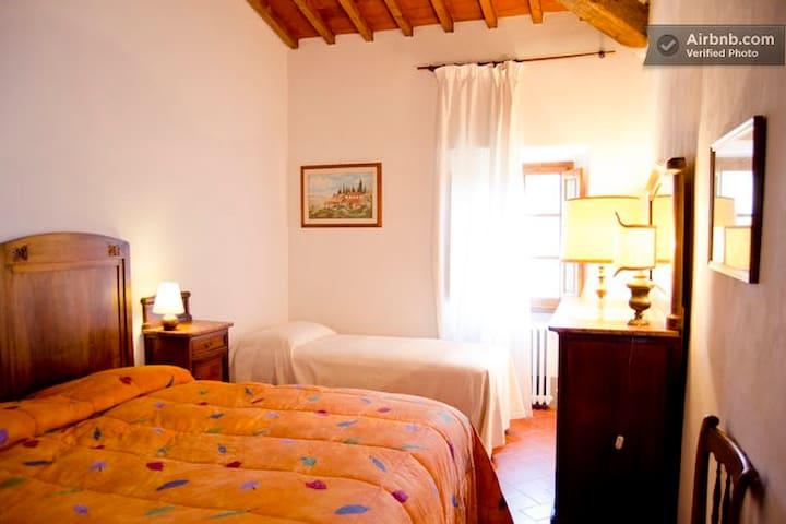 La Pietra Grezza 18 km de Florencia - Rignano sull'Arno - Bed & Breakfast