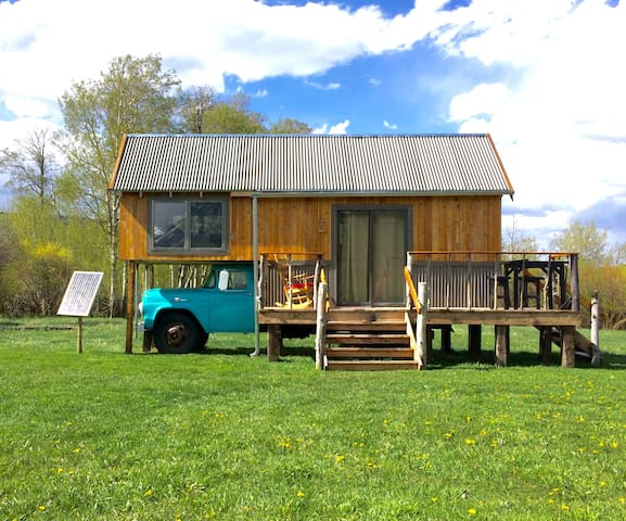 "Park & Walk to the ""Stockman"" Tiny House"