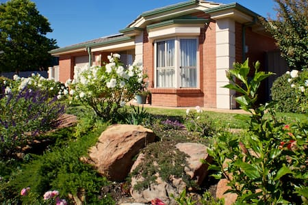 Sunny Base to explore Wine Regions! - Old Reynella - Apartamento
