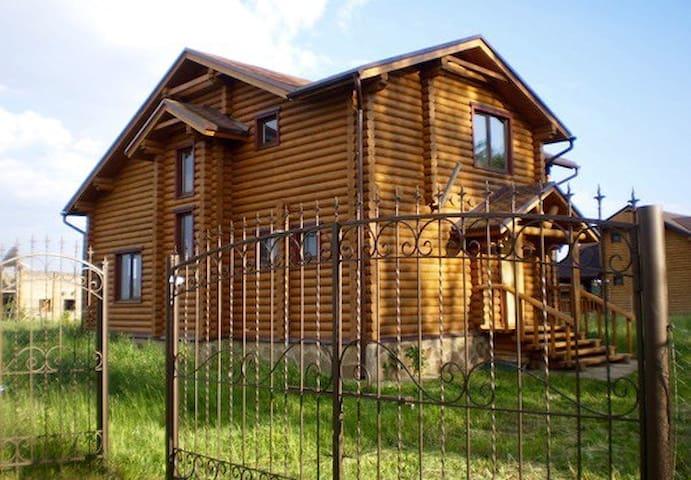 Уютный деревяный дом под Киевом - Dudarkiv - Talo