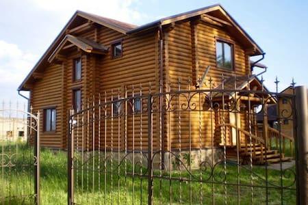Уютный деревяный дом под Киевом - Dudarkiv - Casa