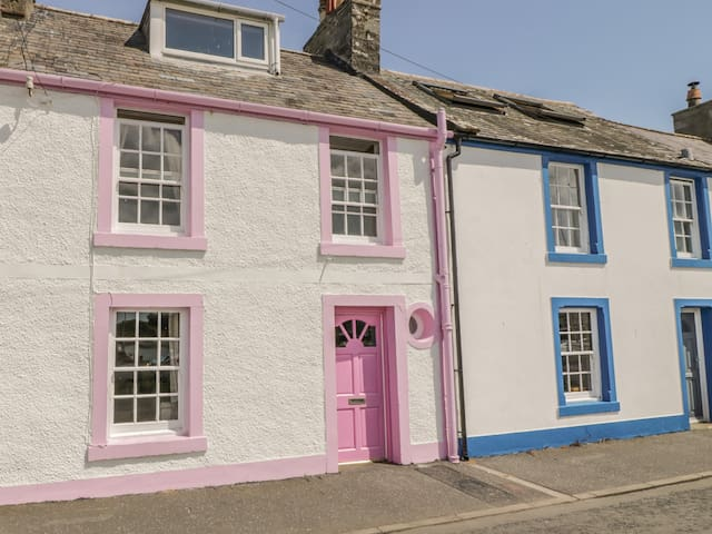 THE PINK HOUSE, pet friendly in Isle Of Whithorn, Ref 946045