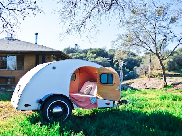 Teardrop Trailer // Yosemite Region - Mariposa - Trailer