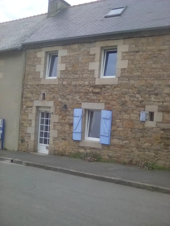 Quaint Breton village house;  Jolie petite maison