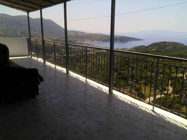 HIMARA CASTLE BREATHTAIKING SEA VIEW HOUSE - Himara - Huoneisto