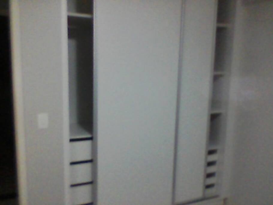 Amplo armário para roupas e sapatos / Large closet for clothes and shoes