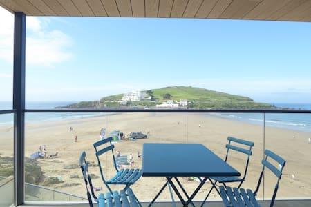 Beachfront Apartment with Wonderful Island Views