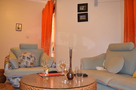 Cosy quiet 2BD with parking