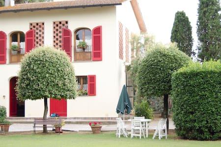 FIENILE VILLACOLLE  collina toscana - Empoli - Bed & Breakfast
