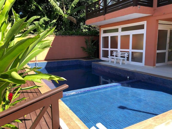 Camburyzinho - Casa em condomínio a 8 min da praia