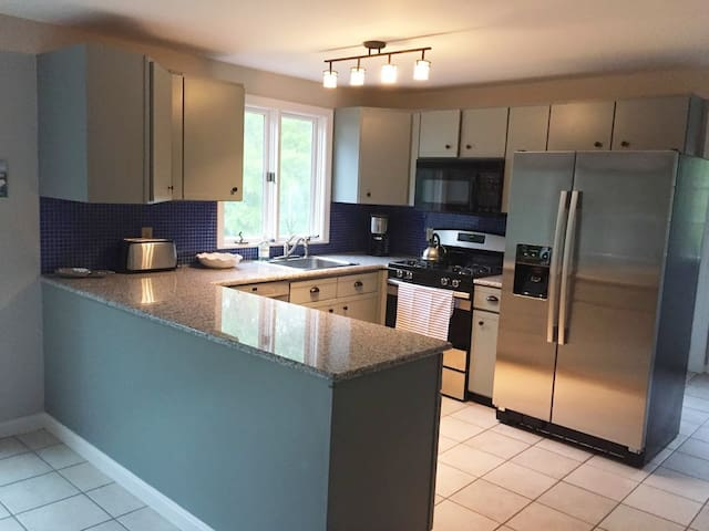 Full kitchen. Gas stove/coffee maker/toaster/ice maker