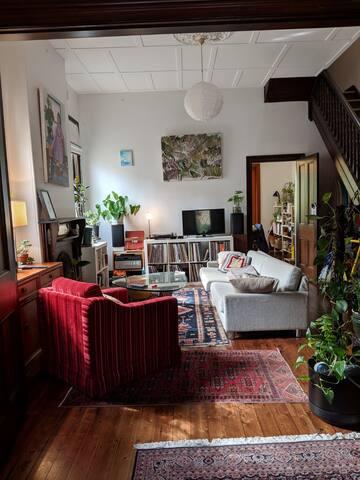 Sunny room is leafy Glebe sharehouse