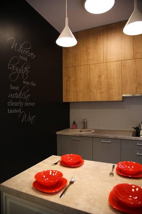 Набор итальянских кастрюль и сковородок сделает процесс приготовления пищи дома комфортным и быстрым.
