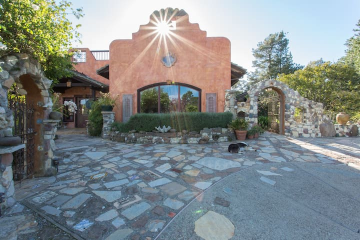 Carmel Villa on 20 Exotic Acres - カーメル - 別荘
