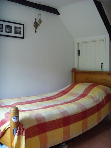 Single room in cottage nr Goodwood - Yapton - Bed & Breakfast