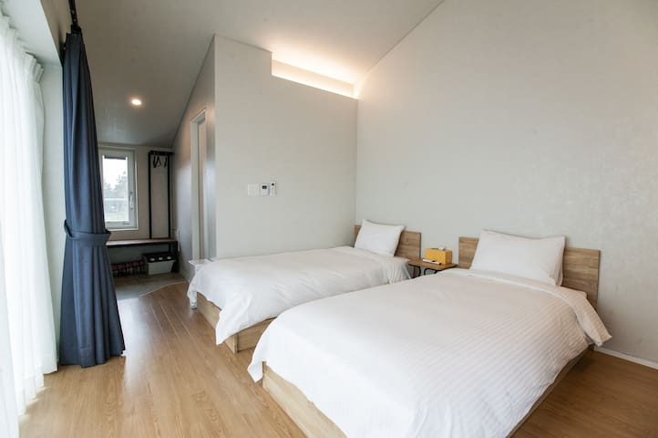 Perfect for friends trip with 2 single beds