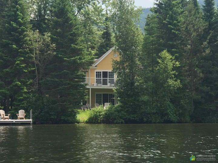 Magnifique propriété aux abords du lac Stukely