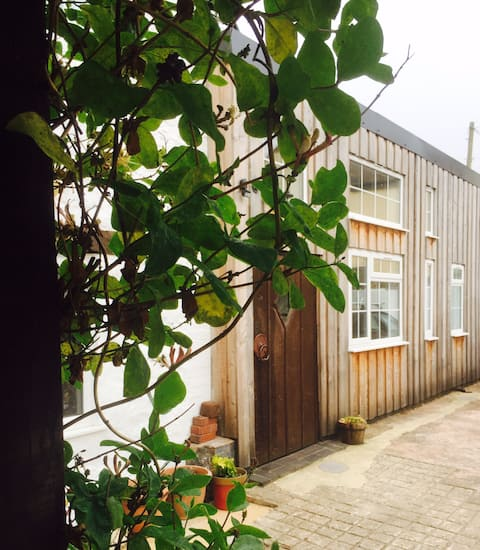 Self-contained modern annexe in central Honiton