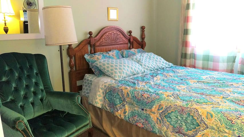 COMFORTABLE STAY, memory foam bed, Free Cable TV - Bolingbrook - Hus