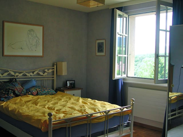 The master bedroom is a spacious 20 m2.
