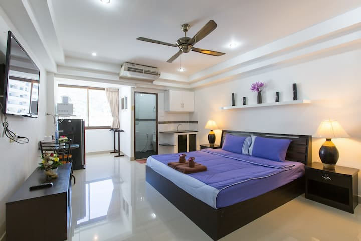 (A8245)  NICE clean STUDIO for 2 with kitchen :) - Patong - Apartemen