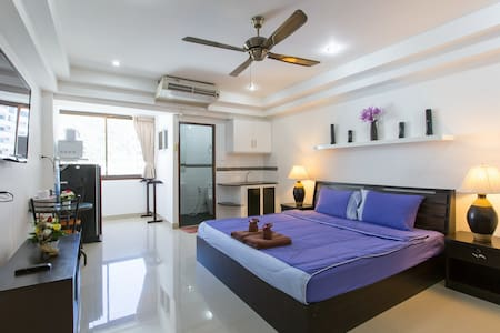 (A8245)  NICE clean STUDIO for 2 with kitchen :) - Patong - Apartment