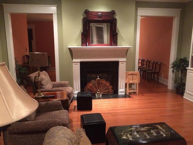 Luxury Kentucky Derby Accommodation - Prospect - Şehir evi