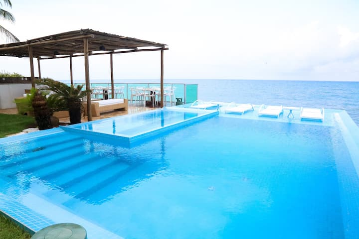 Casa Espetacular à beira mar na Praia de Jacumã