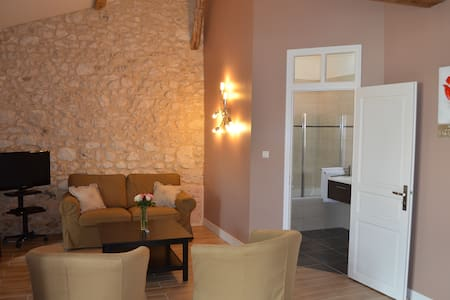Luxury and charm PAUILLAC Suite - Les Lèves-et-Thoumeyragues - Bed & Breakfast - 0