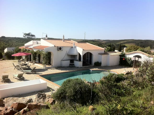 Villa with pool near many beaches, families/groups - Raposeira - Villa