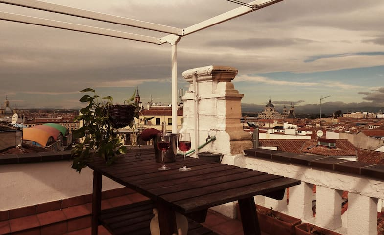 PENTHOUSE APARTMENT IN LA LATINA. WONDERFUL VIEWS - Madrid