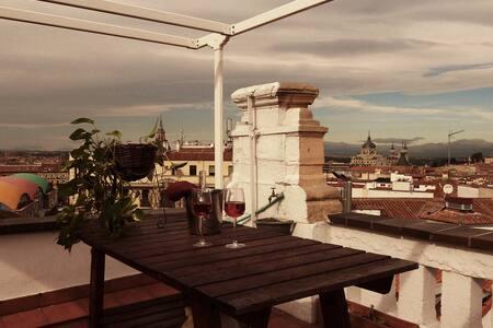 PENTHOUSE APARTMENT IN LA LATINA. WONDERFUL VIEWS - Madrid