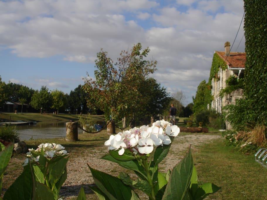 Domaine des Prés de Joussac au bord du chenal de Richard