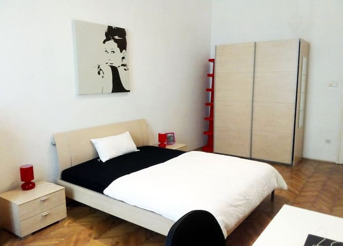 Beautiful 3 Bedrooms Opera/Oktogon. - Budapest - Apartemen