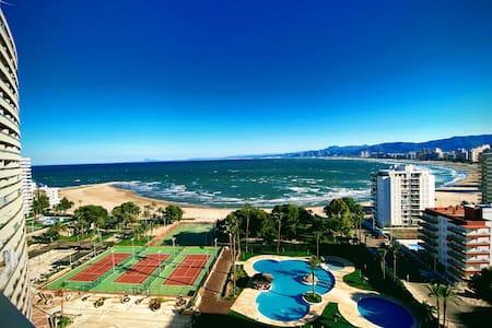 Apartamento en Florazar II . Primera  línea playa.
