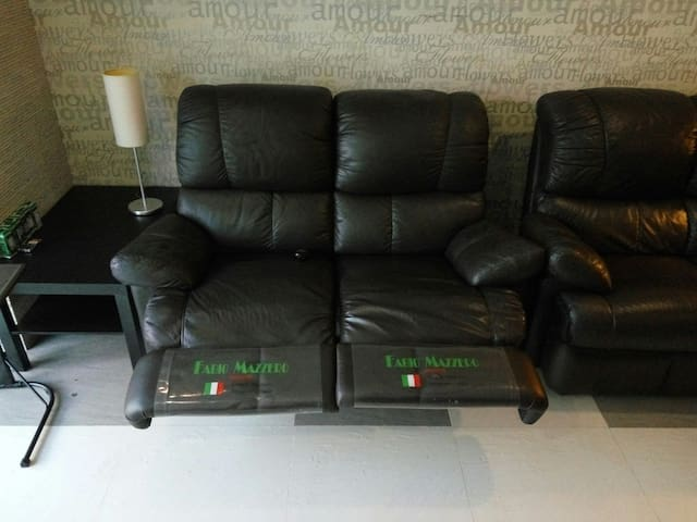 Italian leather lounge with 2 recliners