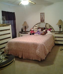 Furnished Room with 1 Queen bed - Loxahatchee - Casa