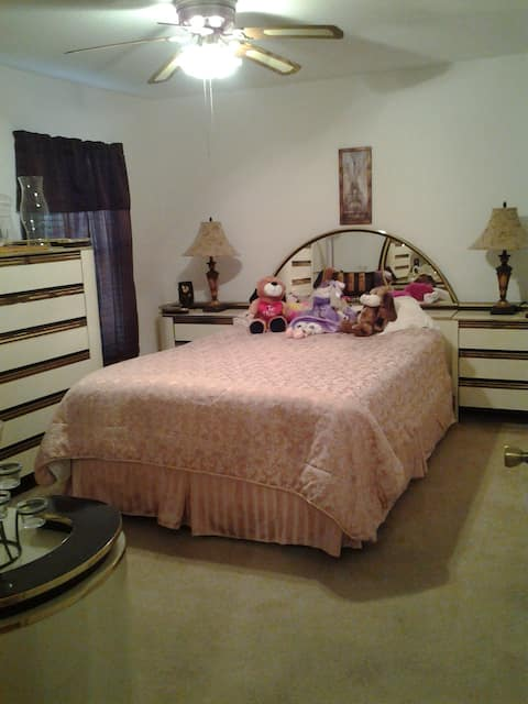 Furnished Room with 1 Queen bed