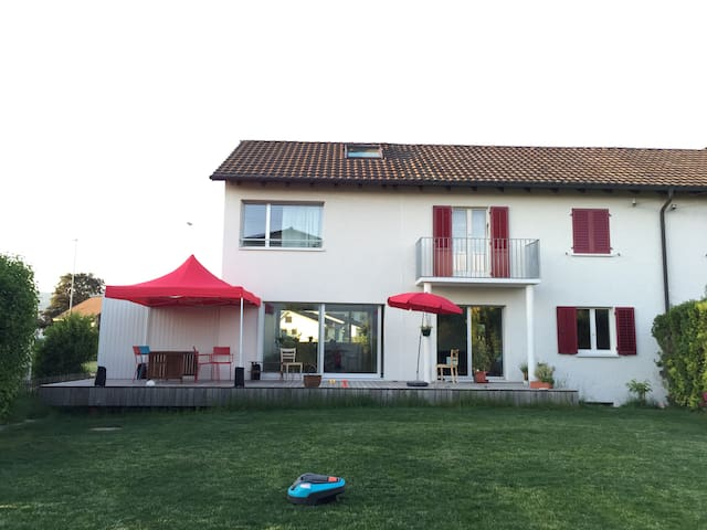 4 bedroom swiss house with garden - Suhr - Talo
