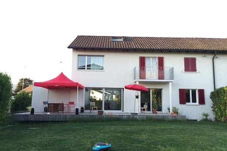 4 bedroom swiss house with garden - Suhr - House