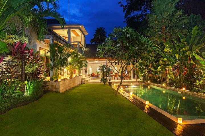 Seminyak Mixed Modern and Traditional Villa | Elevate