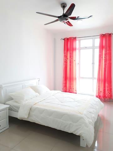 3 BEDROOM CONDO @ JOHOR BAHRU (FREE WIFI)