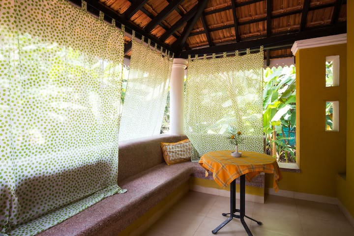 Luxury Poolside Suite for 2 at Granpas Inn Anjuna - Anjuna - House