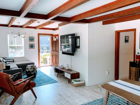 East End 2br / 2ba with Water Views