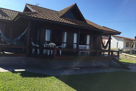 Casa no Farol de Santa Marta com vista para o mar