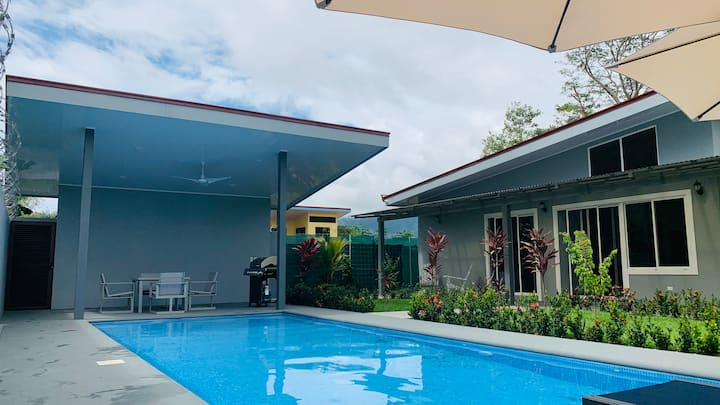 Modern house with pool and terrace in Uvita.