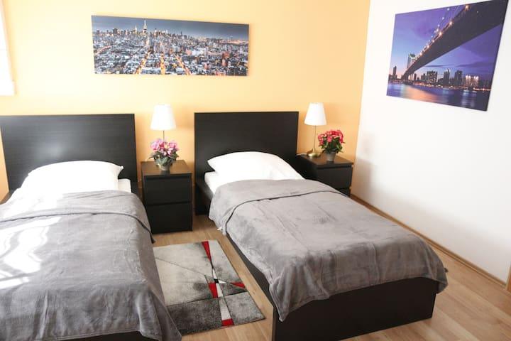 Modernes Zimmer/Bett mit Küche, Fitness & Wellness - Braunschweig - Apartment