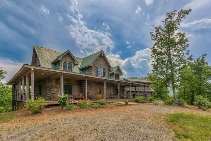 """""""Serenity"""" Combines Classic Cabin Appeal With Amenities You Require During Your Escape"""